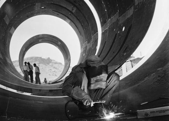 Latif Al-Ani, Construction for the Darbandikhan water supply pipeline project in Baghdad, 1961, Gelatin silver negative on cellulose acetate film. Image courtesy of Arab Image Foundation.