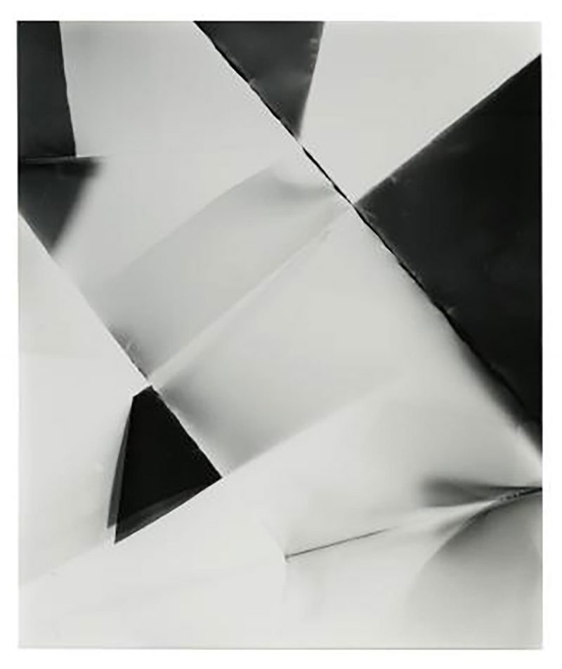 Walead Beshty, Fold (45º directional light source), December 22, 2006, Santa Clarita, California, Ilford Multigrade Fiber IV, 2006, Black and white fiber-based photographic paper, 61 x 50.8 cm, Art Jameel Collection. Photo courtesy of the artist.