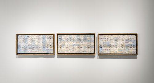 تسجيلات على كاسيت وخشب، 60 x 110 x 10 سم (القطعة الواحدة). مجموعة فن جميل. الصورة لمحمّد سومجي