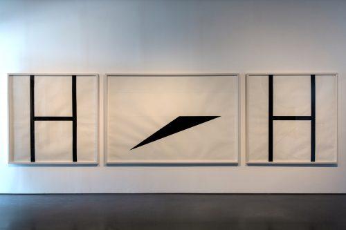 """الضوضاء النسبية، المناظر الطبيعية المستوية، الكتل الرئيسية ودراسات في الشكل""""، 2011، جرافيت وجواش على ورق، أبعاد متعدّدة. مجموعة فن جميل. الصورة لمحمّد سمجي."""