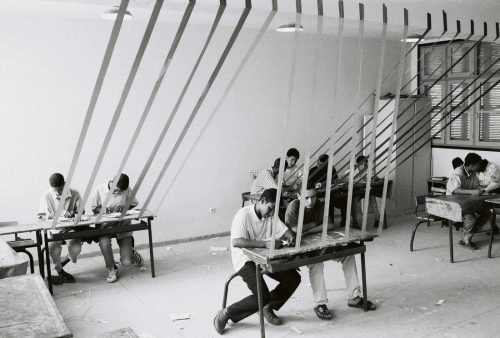 هشام بنوحود, الفصل الدراسي, 1994-2002 ,صورة، طلاء جيلاتين فضي على ورق ومركب على ألمونيوم, 60 ×50 سم, ﻣﻊ اﻟﺘﻘﺪﻳﺮ ﻟﻠﻔ،ﺎن و لوفة ﻏﺎﻟﲑي,  مجموعة فن جميل